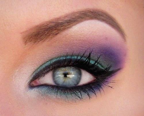 Los mejores estilos de maquillaje con sombras para los ojos azules