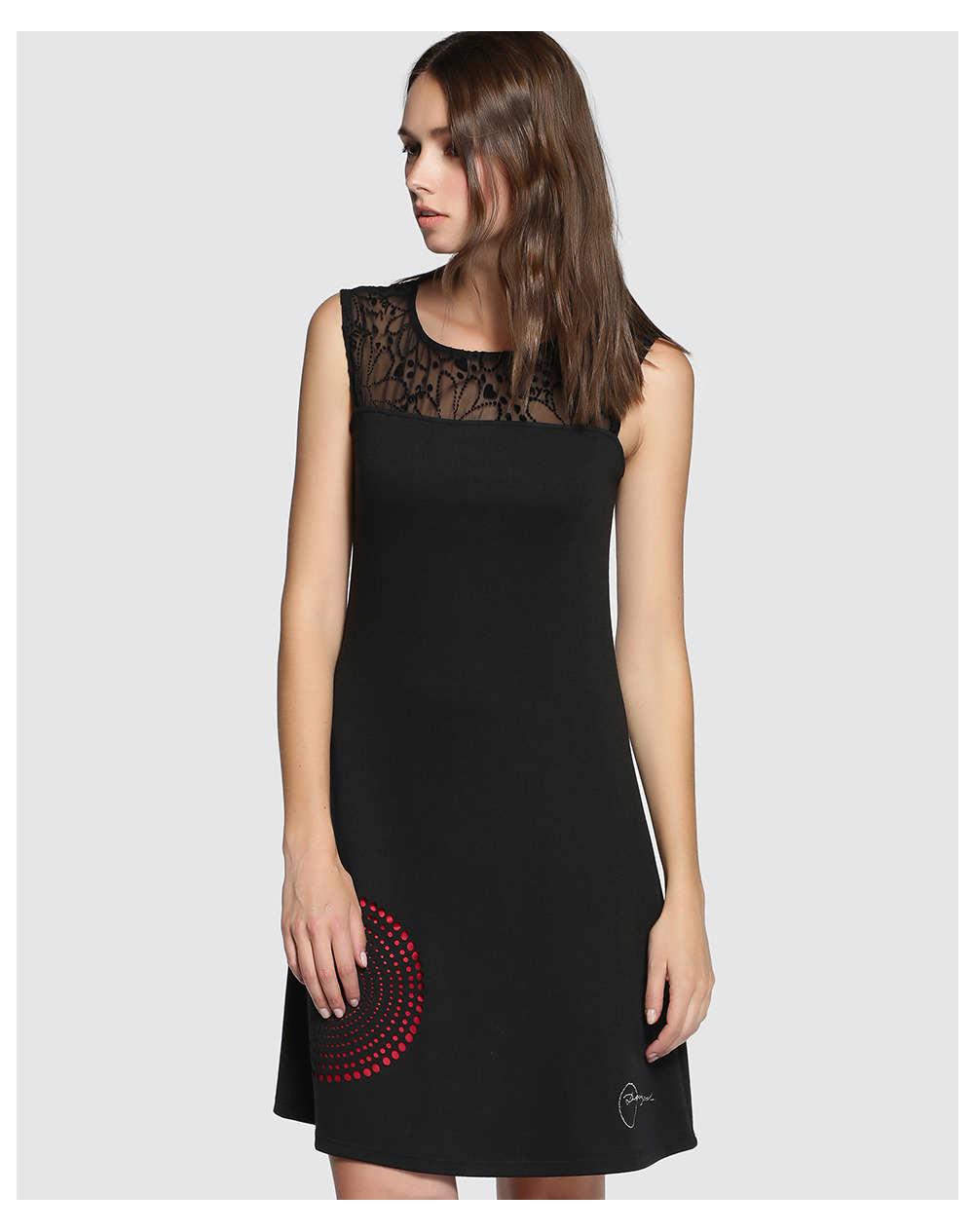 Hermosos modelos de vestidos negros, color que no pasará de moda!