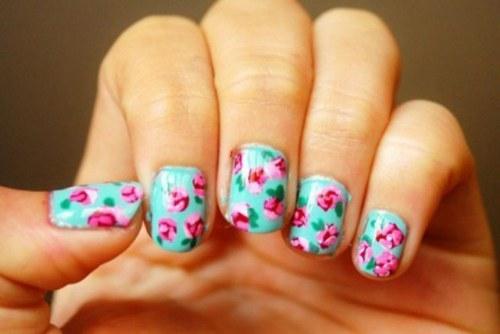 uñas con diseños de flores