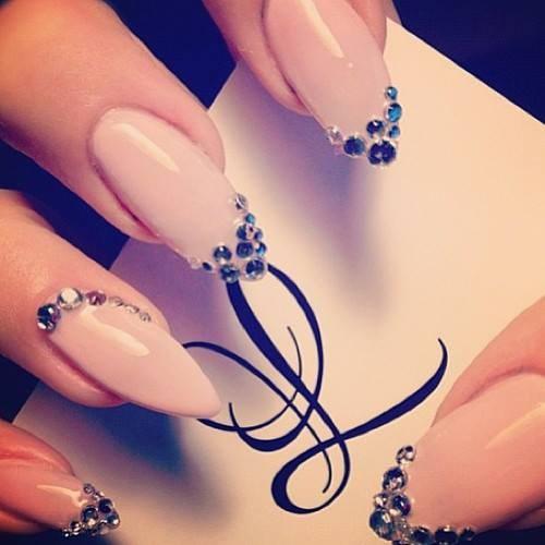 diseños uñas puntiagudas stiletto