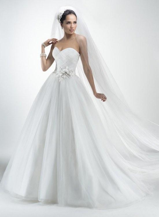 Espectacular colección de Vestidos para novias por Maggie Sottero