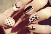 Hermosas ideas de diseños para decorar tus uñas con tachuelas