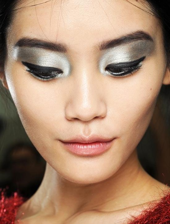 sombras metalicas maquillaje ojos