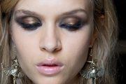 La ultima tendencia en Maquillaje! Sombras metálicas para los ojos
