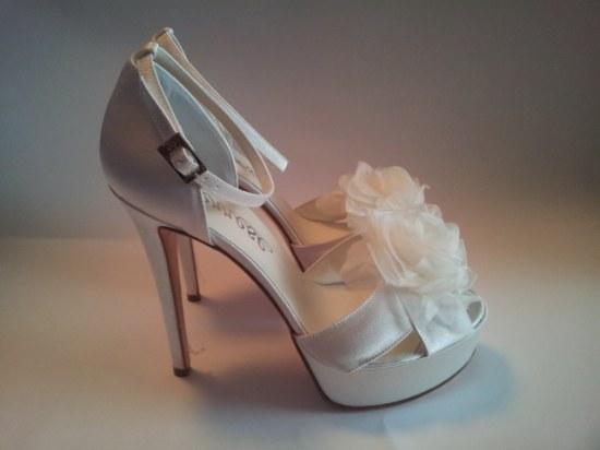 Colección de hermosos Zapatos altos para fiesta de noche por Serrese.