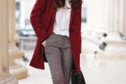 Combinaciones de Outfits con Abrigos de Color Rojo para el Invierno