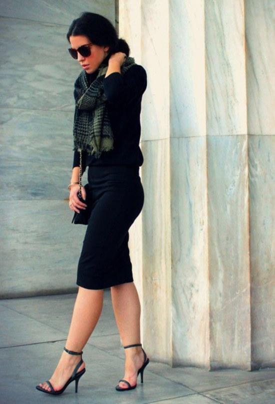 Ejecutiva con falda y pantimedias negras - 5 10