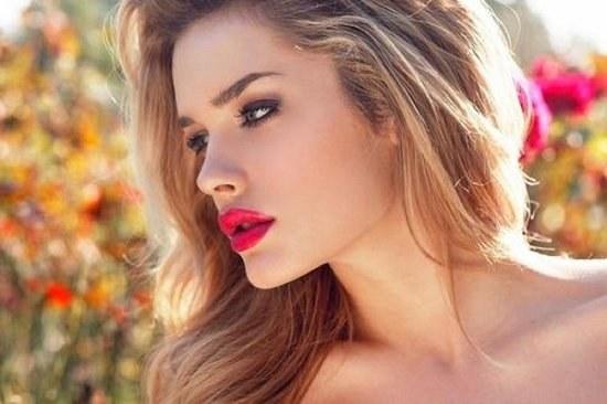 La última tendencia para el maquillaje – Rostro natural con labios coloridos