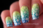Lindos diseños de Uñas grandientes con Polka Dots