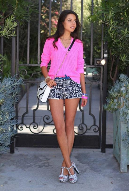 Completa tu Outfit con una Prenda o un Accesorio de Color Fucsia!