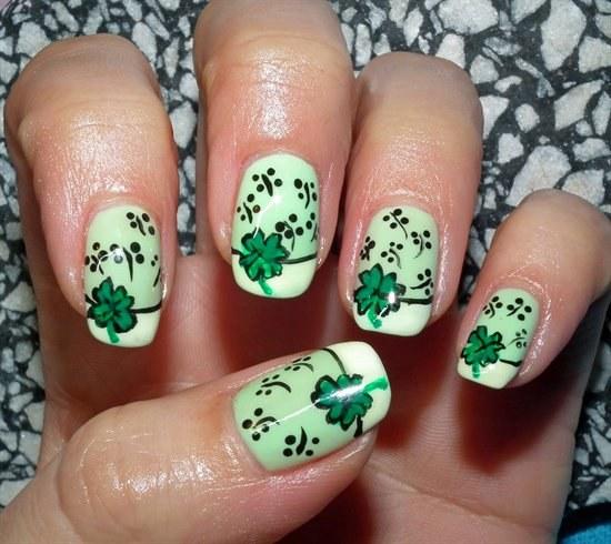 diseños uñas verde trebol