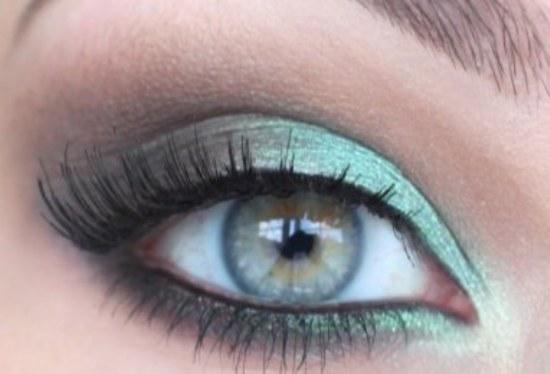 how to make green eyes look greener
