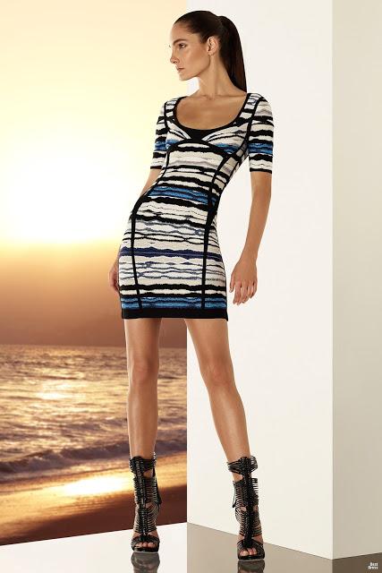 Atractivos vestidos cortos pegados al cuerpo