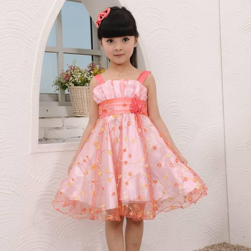 Vestidos de niña para bodas lo último de la moda | AquiModa.com