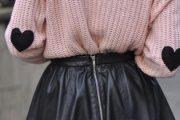 Agrégale lindos detalles a tus suéteres viejos con estas ideas de DIY