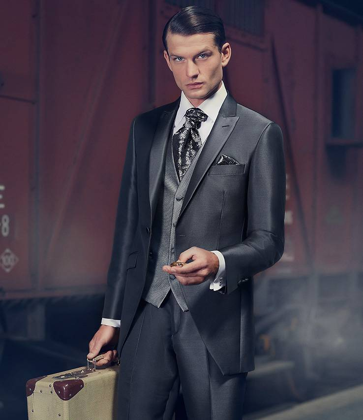 El traje perfecto para cada ocasión. Descubre nuestras colecciones de trajes, smokings y chaqués para tu boda o fiesta.