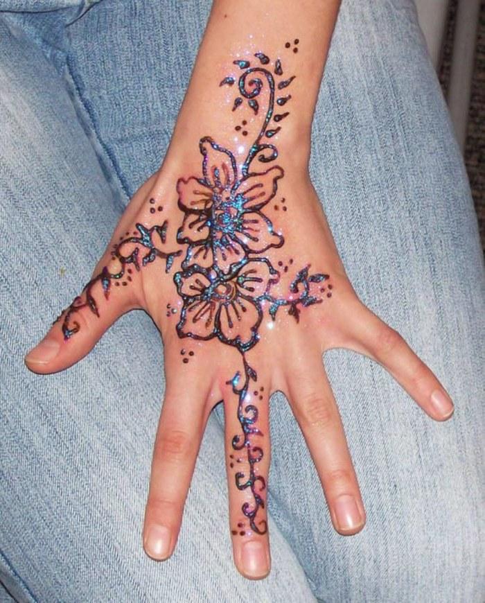 Brillantes tatuajes de henna que se convertirán en tu accesorio favorito